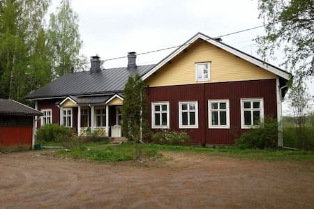 Old wooden village school, traditional building - Tuusula - Hus
