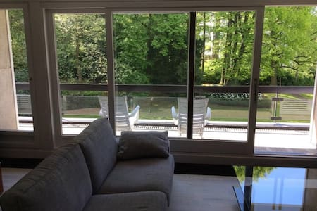 Superbe flat dans un parc privé - Apartment