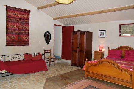 """Chambre d'hôte """"La Salorge"""" - Saint-Vincent-sur-Jard - Bed & Breakfast"""