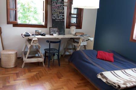 Habitación privada en una cómoda casa en V Urquiza - Buenos Aires - Casa