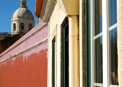 80m2 Sunny Top Floor Vintage Loft Next to Alfama - Lisboa