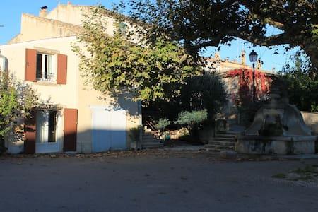 Maison sous les platanes en Drôme provençale - Saint-Pantaléon-les-Vignes - Casa