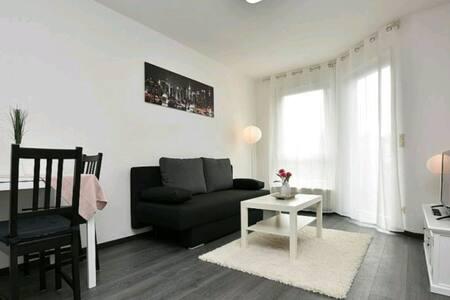 Modern möblierte Wohnung mit Balkon - Kornwestheim - Lejlighed