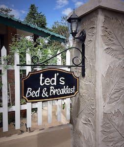 Cozy B&B Cabin - Bed & Breakfast