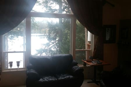 Lakeside House with mountain view - Yelm - Maison
