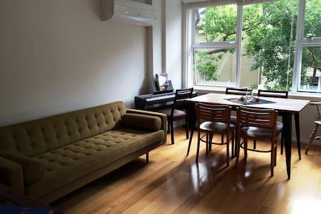 Sunny, fresh, convenient apartment - Potts Point - Apartment