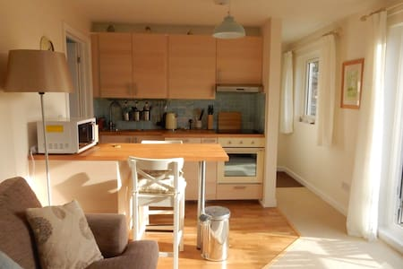 Rowsley - sunny apartment with views - Lyme Regis - Appartement