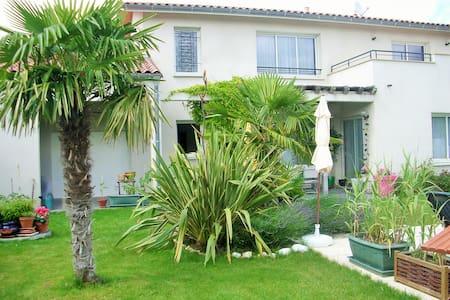 loue 1  Chambre dans villa 220 m2 av piscine - Toulouse - Villa
