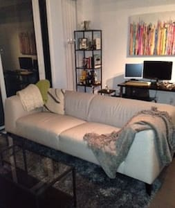 Fun and chic downtown condo! - Toronto - Condominium