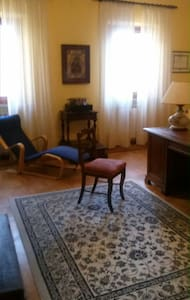 Ancient house just below Villa Medicea Unesco W.H. - Apartmen