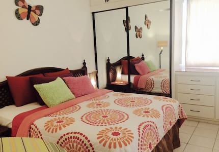 Across from the BEACH - Hotel Zone - Wohnung