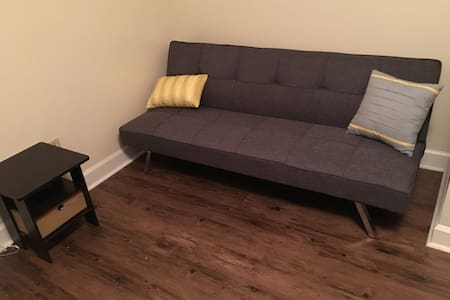 Convenient private room near downtown & stadium - Apartamento