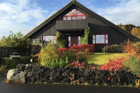 Room w/2 single beds, central South - Selfoss