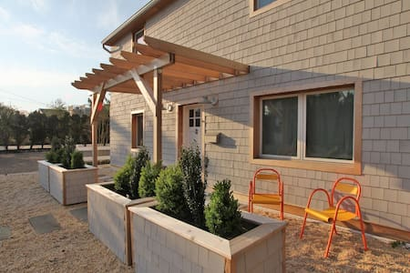 Modern Beach Cottage-blend serenity and fun - Barnegat Light - Hus