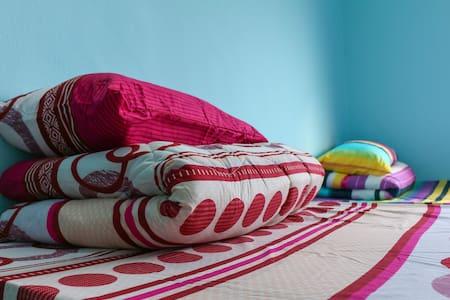 Convenient and Cozy Klang Bedroom - Haus
