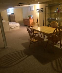 Cozy basement apt. 5 min from BWI. - House