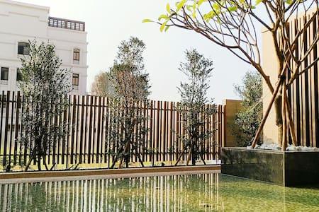 Touch Sky豪華雙人沙發床Luxury Sofa Bed & Private bathroom - Beitun District - 台湾民宿