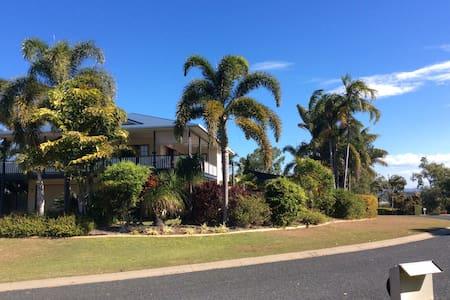 Warm, family-friendly open home. - Haliday Bay