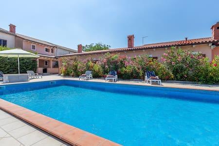 Beautiful Villa Rachel with pool - Villa