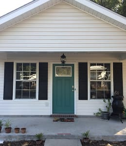 Clean Room Convenient to Downtown - Pensacola - Casa