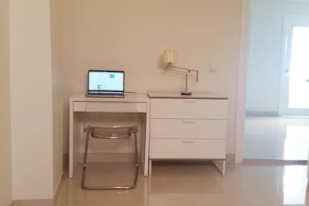 Near new private room in a 2 bedroom granny flat** - Arncliffe - House