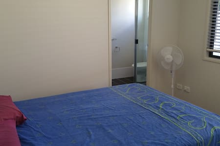 New air conditioned ensuited rooms - Apartament