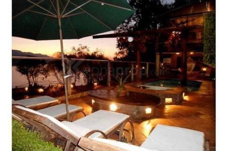 Casa En el Pueblo, acceso al Lago - Valle de Bravo - House