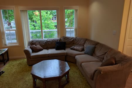 Bright, Central, Clean, Cheap, Laundry, Balcony - Vancouver - House