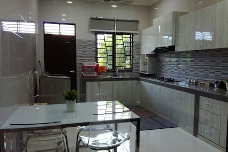 Haszera Homestay - Bukit Payong - Bungalow