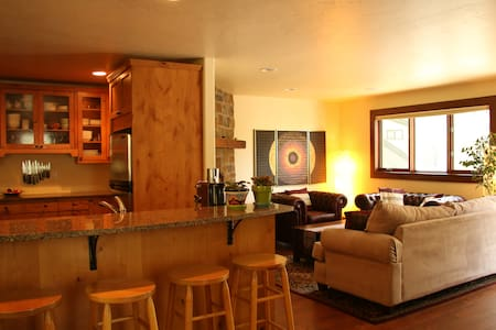 Beautiful condo in a forest of aspens in East Vail - Appartement