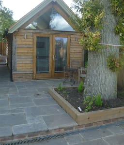 Self contained oak barn units - Chiddingfold - House