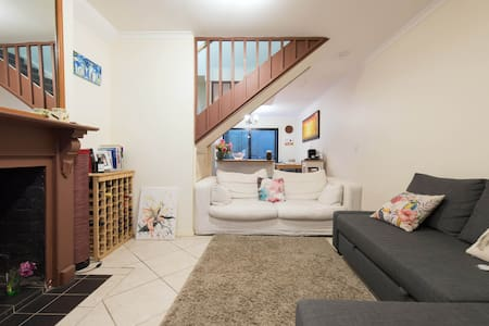 King Size Private Bedroom in Surry Hills - Dom
