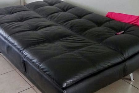 North Miami Comfort QUEEN Couch Bed - 獨棟