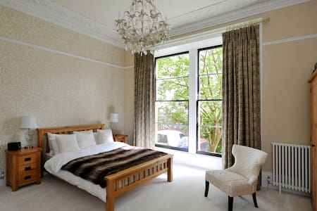 Stunning Clifton Apartment with Private Parking - Bristol - Apartment