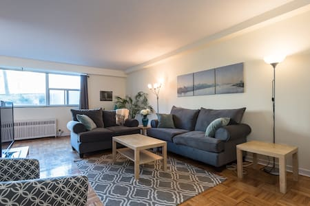 Sunny bedroom in historic Rosedale! - Toronto - Apartment