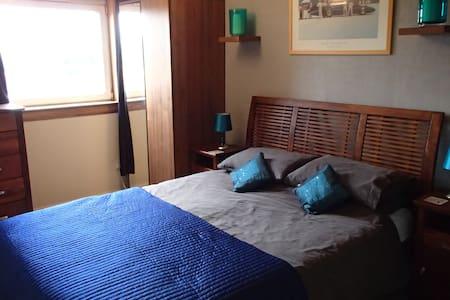 Comfy home with garden, parking close to Edinburgh - House