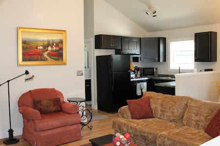 Zephyr Cottage: Cozy apt, enchanting neighborhood! - Bozeman - 아파트