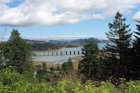 Mill Valley Escape-Wooded Lot and Water View - Mill Valley - Apartment