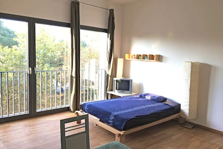 Central modern flat: 1 min to the river Main! - Frankfurt am Main - Apartment