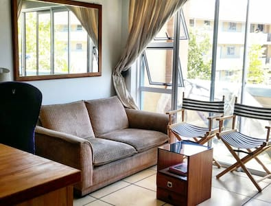 Well Located 2 bedroom Apartment in Cape Town - Kaapstad - Appartement