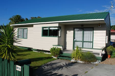 Whangamata comfy family Beach House - House