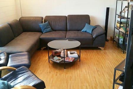 Ein Zimmer im Zentrum der Schweiz - Niederlenz - Apartemen