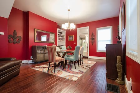 Remodeled Historic East Row House - Newport - Casa