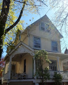 Minutes from Center City! - House