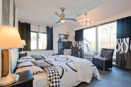 Gastensuites De Witte Merel - Bed & Breakfast