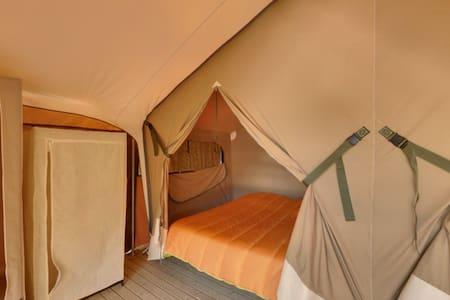 tente sur plancher en corréze-dordogne - Apartament