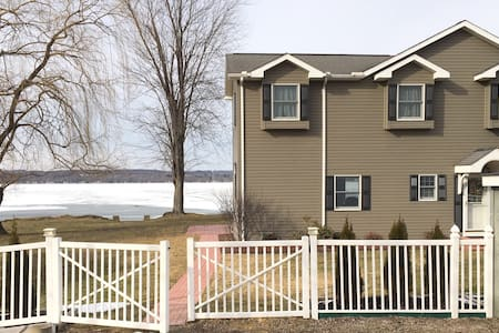 Lovely Lakefront Home-Convenient Location! - Jamestown - House