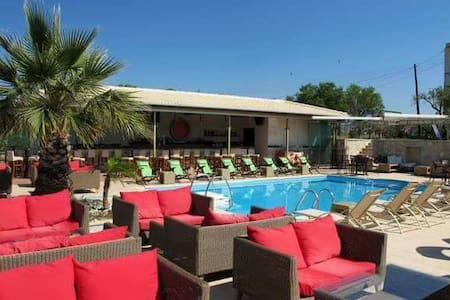 Kyprianou- house Belvedere pool bar - Bed & Breakfast