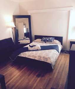 Big Furnished Rm in Rustic LA House - Los Angeles - Bed & Breakfast