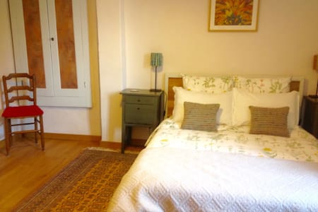 'Elelta' B&B in Najac, Room 2 - Bed & Breakfast
